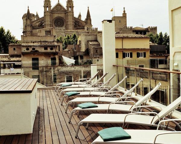 Hotel Tres/Mallorca: Personal Training mit Blick auf die Kathedrale. Bildnachweis: Hotel Tres