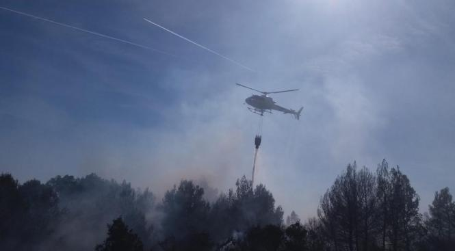 IBANAT Helikopter im Löscheinsatz auf Mallorca