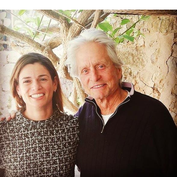 Michael Douglas mit der Besitzerin des Ca'n Costa Restaurants, Natalia Moll