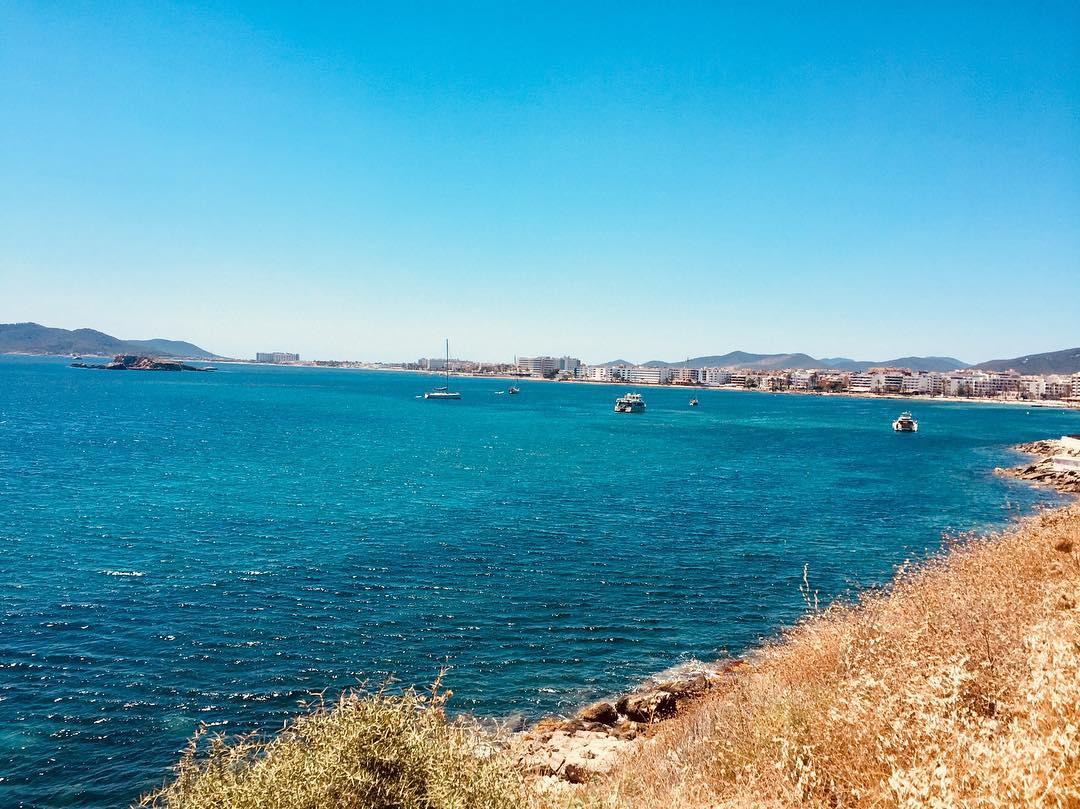 Playa d'En Bossa Ibiza - Foto: louiseshancox