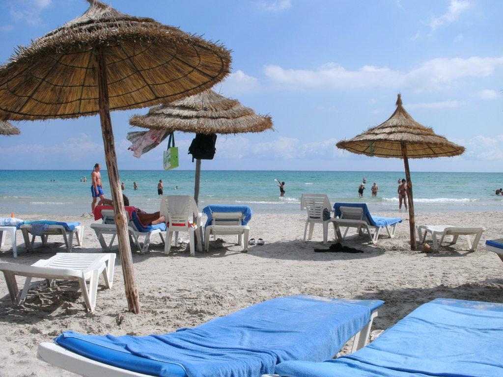 Strände mit Strandliegen auf Mallorca