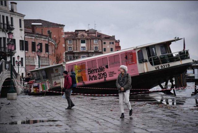 Historische Flut überschwemmt Venedig