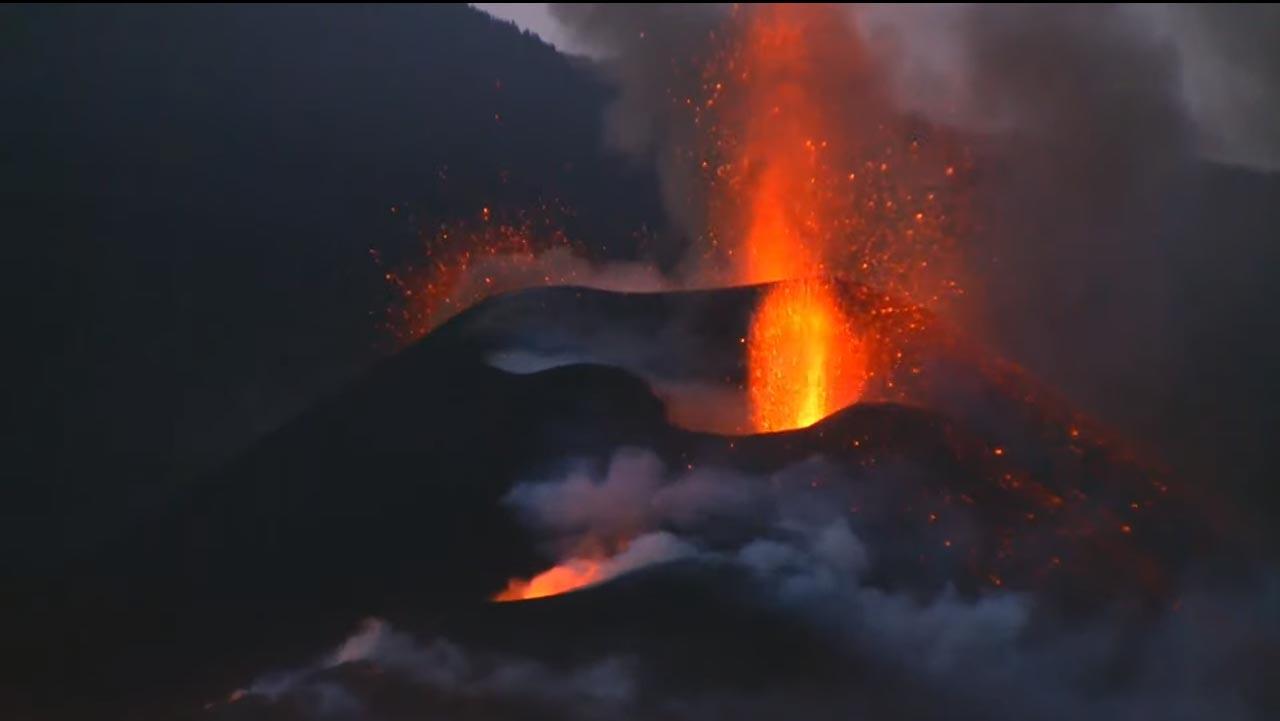 Vulkan speit Lava aus
