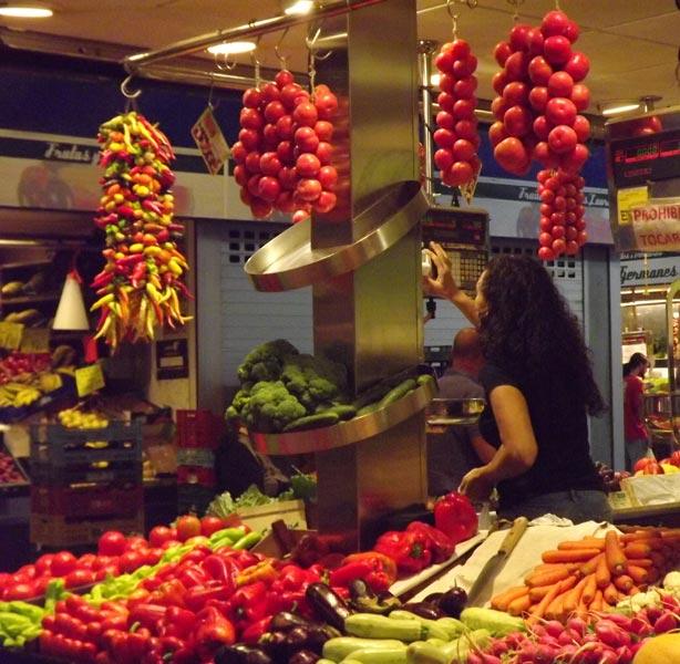 """Obst und Gemüsemarkt. Weiterer Text über ots und www.presseportal.de/pm/112828 / Die Verwendung dieses Bildes ist für redaktionelle Zwecke honorarfrei. Veröffentlichung bitte unter Quellenangabe: """"obs/Efetur/A.G."""""""