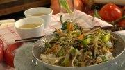 Chinesisches Schweinefleisch mit Sojasprossen