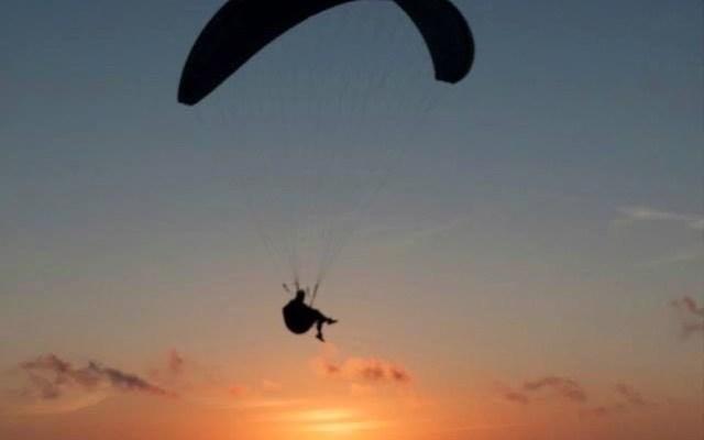 Madventure Valldemossa - Cesar beim Gleitschirm fliegen