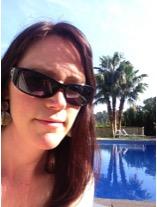 Sandra und der Villa Vegana Pool