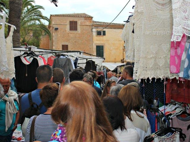 Samstags auf dem Markt von Santanyi