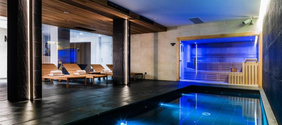 Schwimmbad im Spa des Nakar Hotels