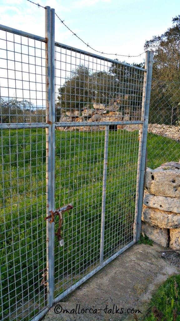 Ein Tor verhindert den Zugang zu Es Racons