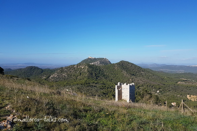 Turm mit drei Mauern - Castell de Santueri