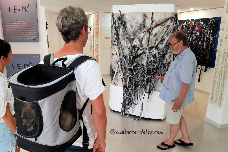 Dieter Liedtke in seiner Ausstellung im Liedtke-Museum Puerto Andratx