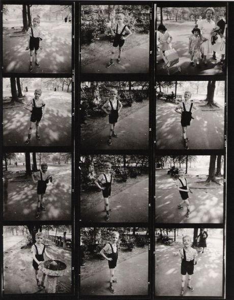 Niño con una granada de juguete en Central Park - Diane Arbus