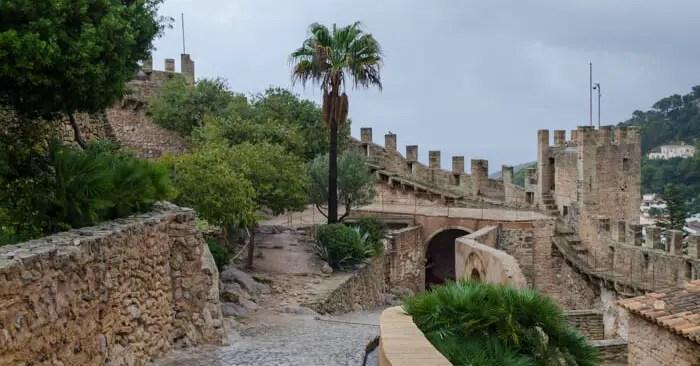 Die mittelalterliche Burg von Capdepera.