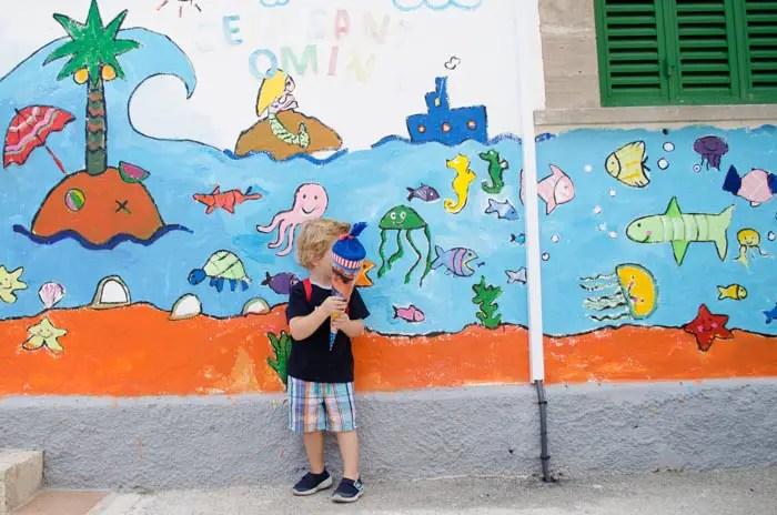 Auf Mallorca zur Schule.