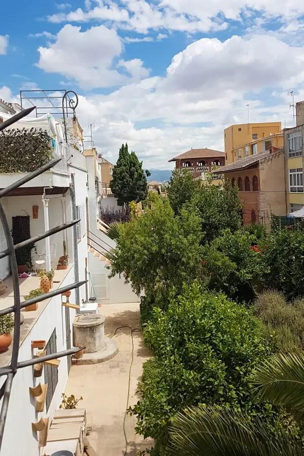 An der Burhmauer mit Blick auf das Viertel  El Terreno