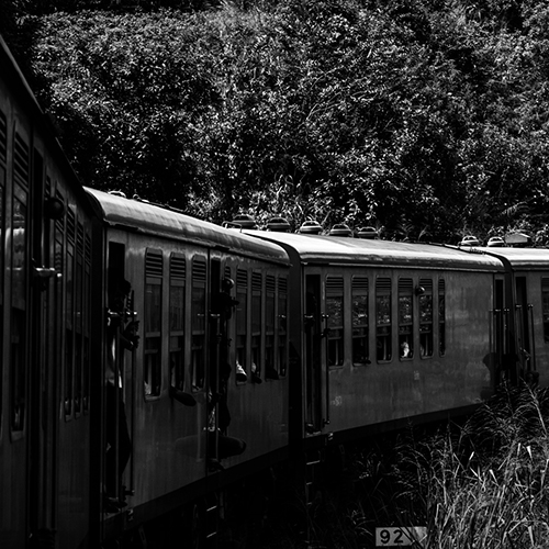 Train through the hills of central Sri Lanka