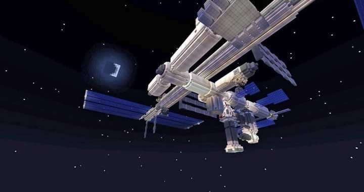 Minecraft – Space Station and Human Eye Open for Free Exploration