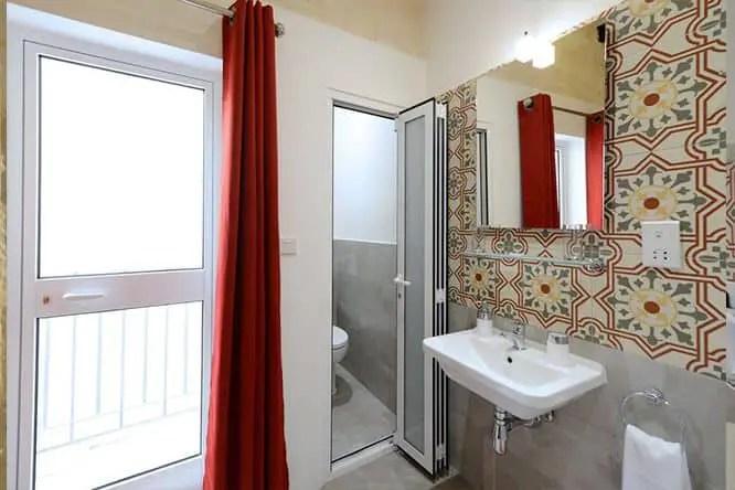valletta-boutique-living-hostel-bathroom