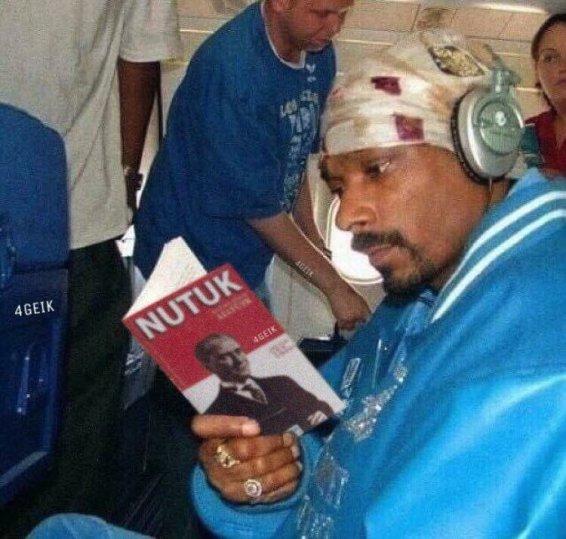 Snoop Dogg Nutuk Okurken