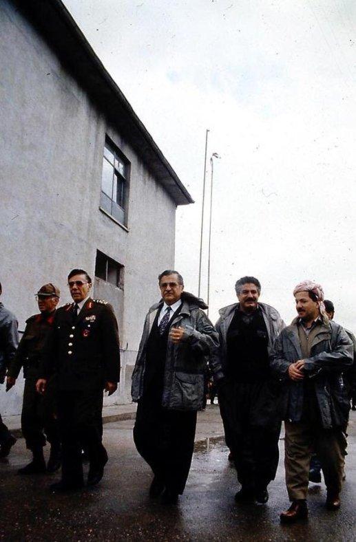 Eşref Bitlis'in Barzani ve Talabani ile Fotoğrafı