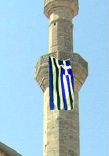 minareye yunan bayrağı