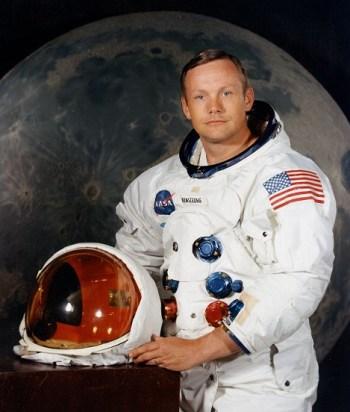 Aya İlk Ayak Basan Astronot Olan Neil Armstrong