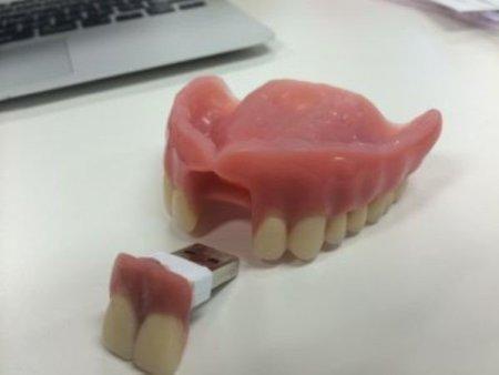 Protez diş görünümlü flaş / usb bellek