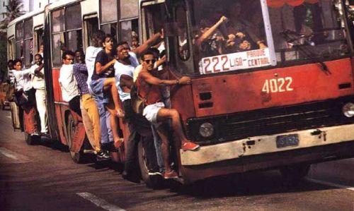 Türkiye'den Olduğu İddia Edilen Tıka Basa Dolu Otobüs Fotoğrafı