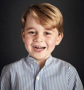 Moda: Il Principe George è un'icona di stile. La foto ufficiale per i suoi quattro anni