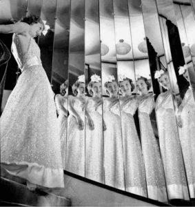 Mame Moda Anni 30 il grande abito da sera bianco. Coco Chanel 1937