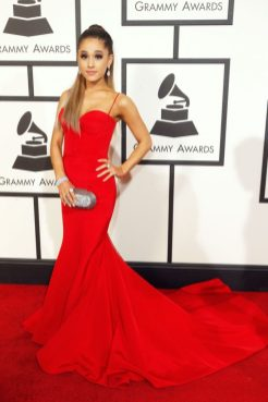 mame lifestyle ARIANA GRANDE - I 25 ANNI DELLA STAR red corset dress