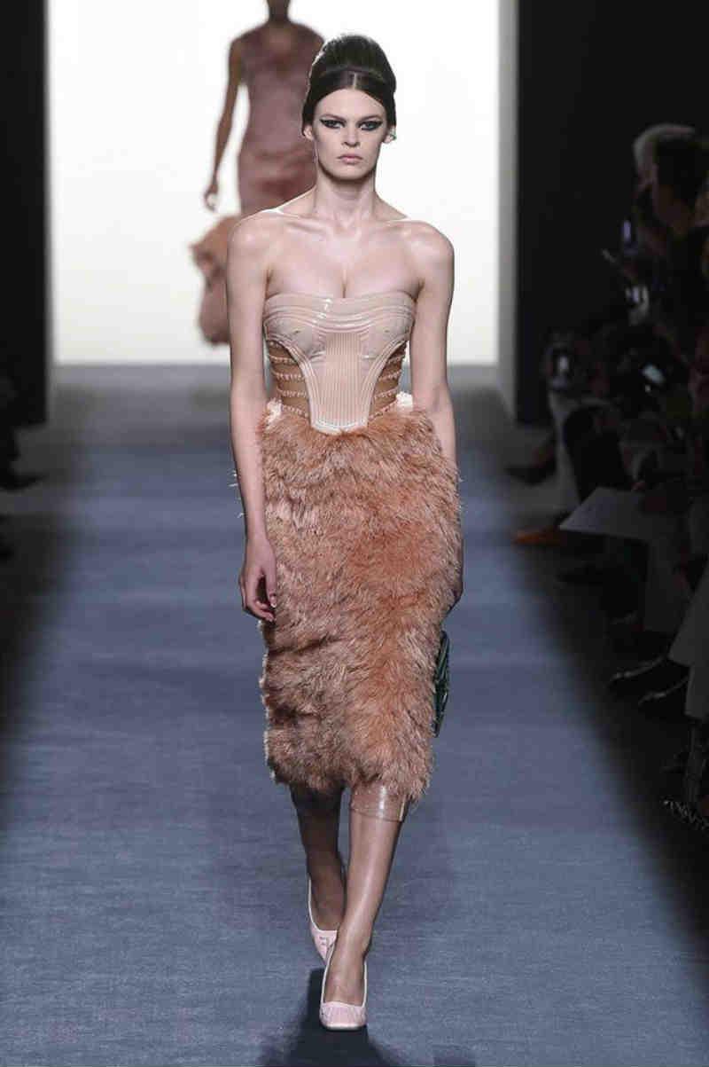 3fbc0340c987 Mame Moda Fendi Haute Couture autunno-inverno 2018-19. Abito bustier