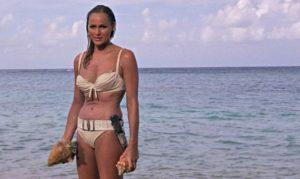 mame cinema AGENTE 007- LICENZA DI UCCIDERE. STASERA IN TV bikini