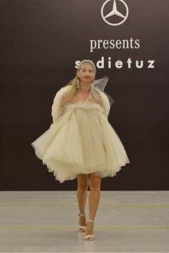 Sudi Etuz grande debutto alla MBFW Tbilisi. Abito tulle