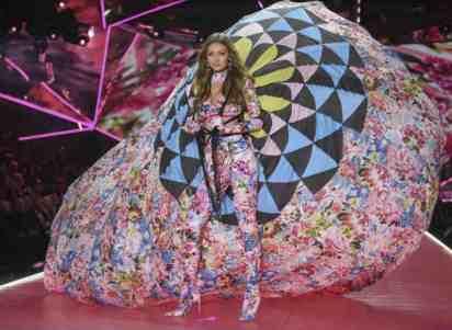Victoria's Secret gli angeli sfilano a New York. Gigi Hadid