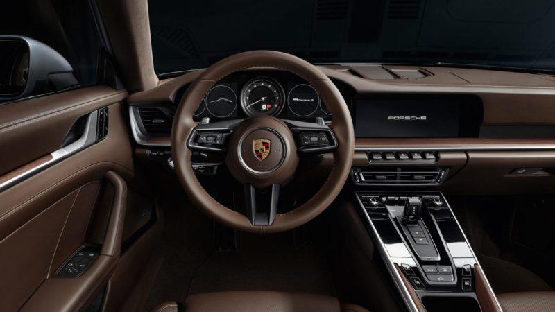 interni in pelle della nuova Porsche 911