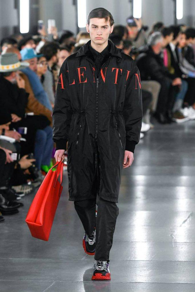 Valentino Uomo 2019 tra street-couture e co-lab. Tuta intera