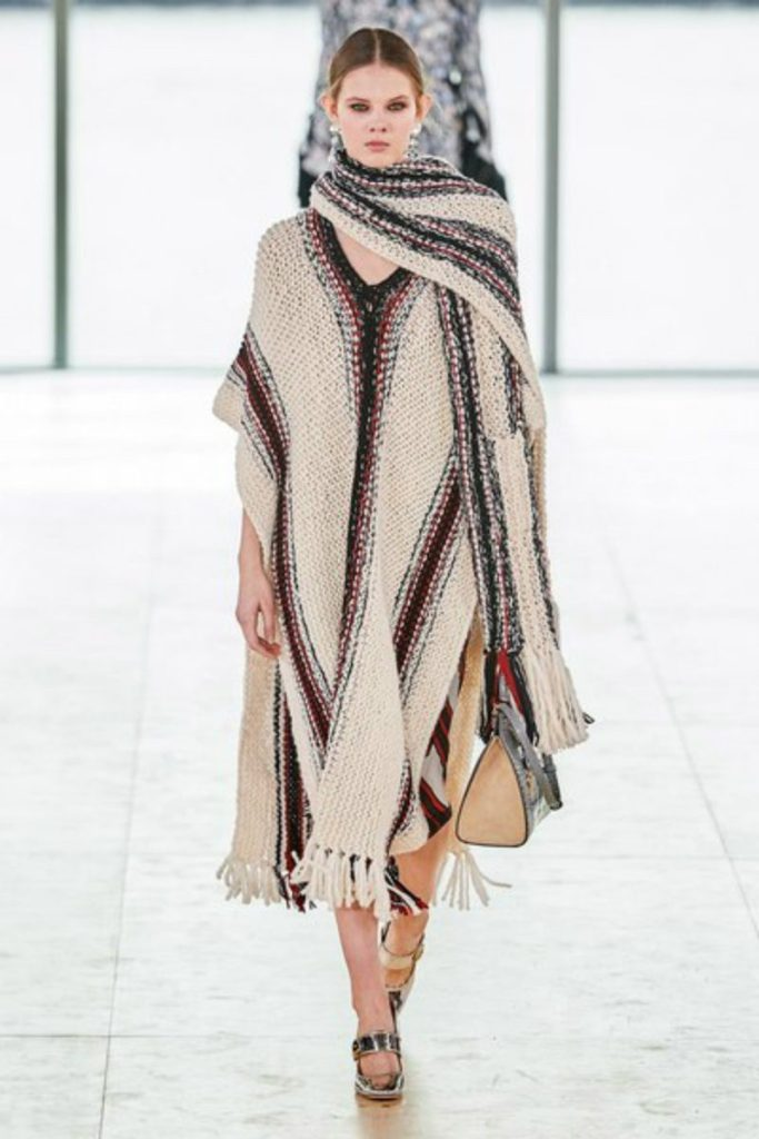 Tory Burch fall 2019 e il Black Montain College. Poncho mexican style