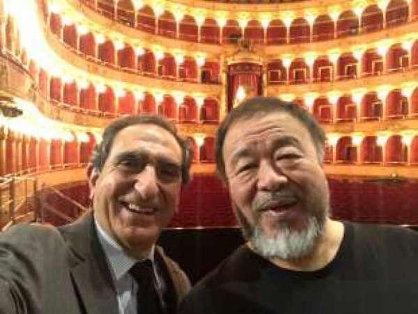Ai Weiwei con il sovrintendente del teatro dell'Opera di Roma, Carlo Fuortes