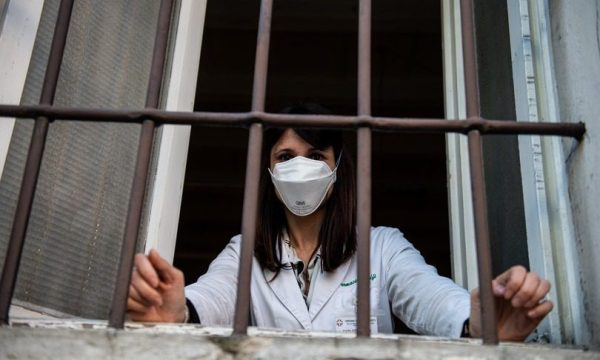 GLI EFFETTI COLLATERALI DEL LOCKDOWN SU PSICHE E CORPO Una residente di Castiglione d'Adda in quarantena per coronavirus