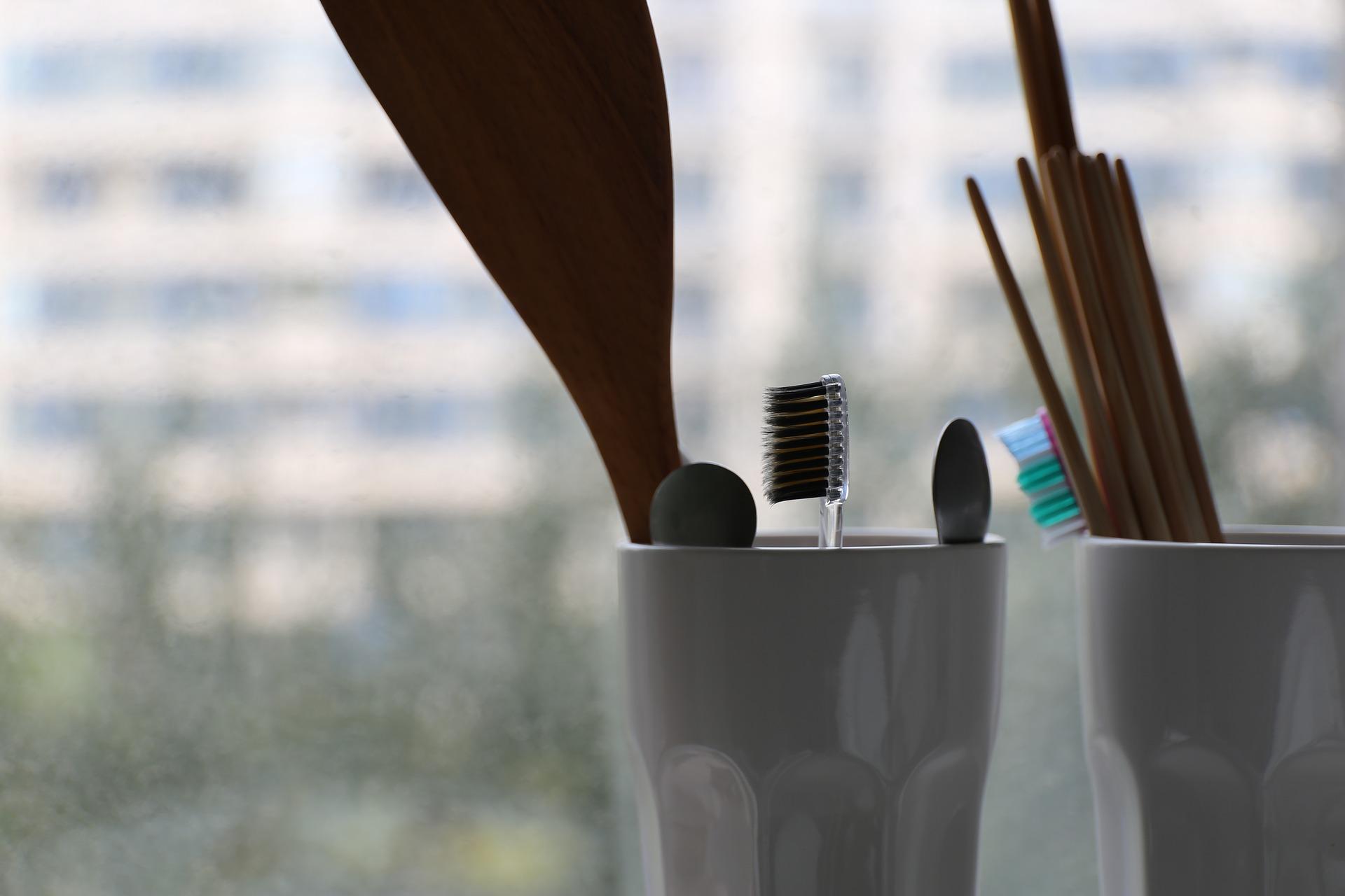 toothbrush 1842248 1920 - 7 RZECZY, KTÓRE NA PEWNO ZAPOMNIAŁAŚ POSPRZĄTAĆ