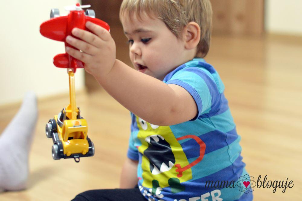 samolot zabawka dla chłopca