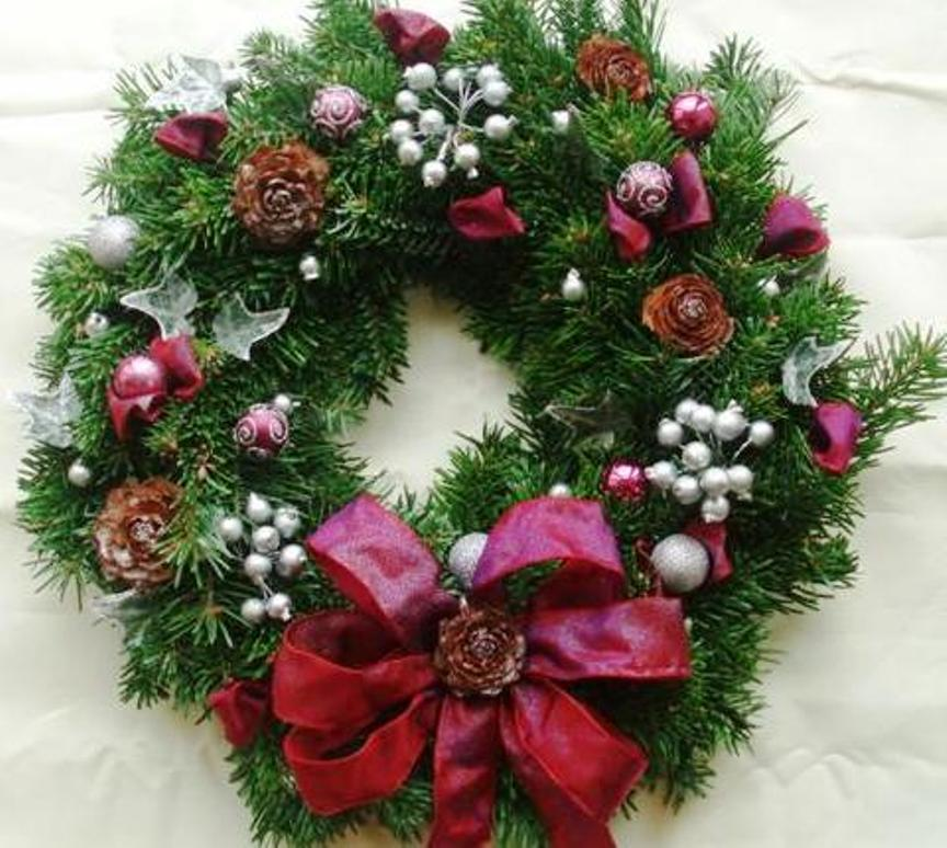 How To Decorate Your Christmas Wreath