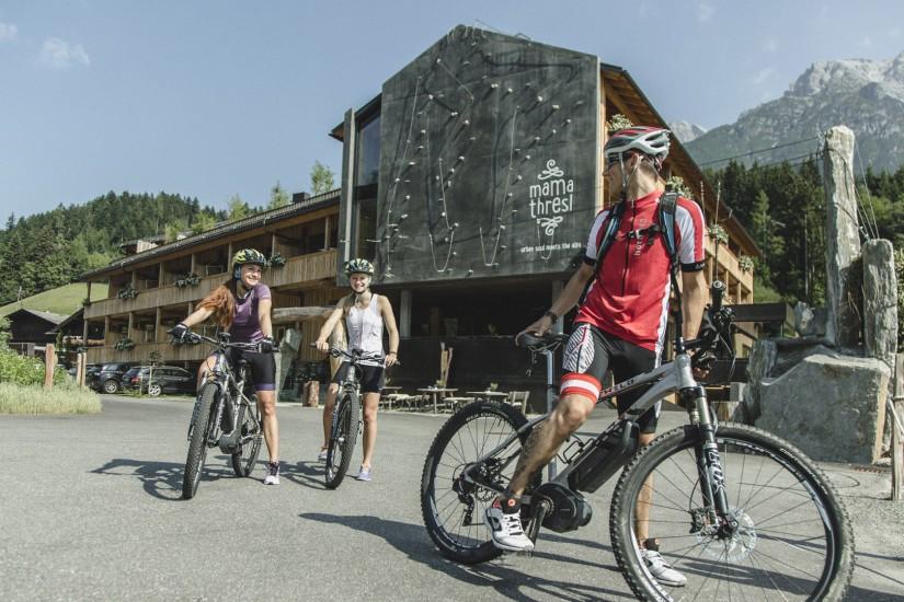 Wenn es um das Einsteiger-Fahrtechniktraining geht, oder um Spezialkurse für Freerider, Trailer, Surfer oder Soul Biker – sind die Guides der Bikeschule Leogang die richtigen Ansprechpartner.