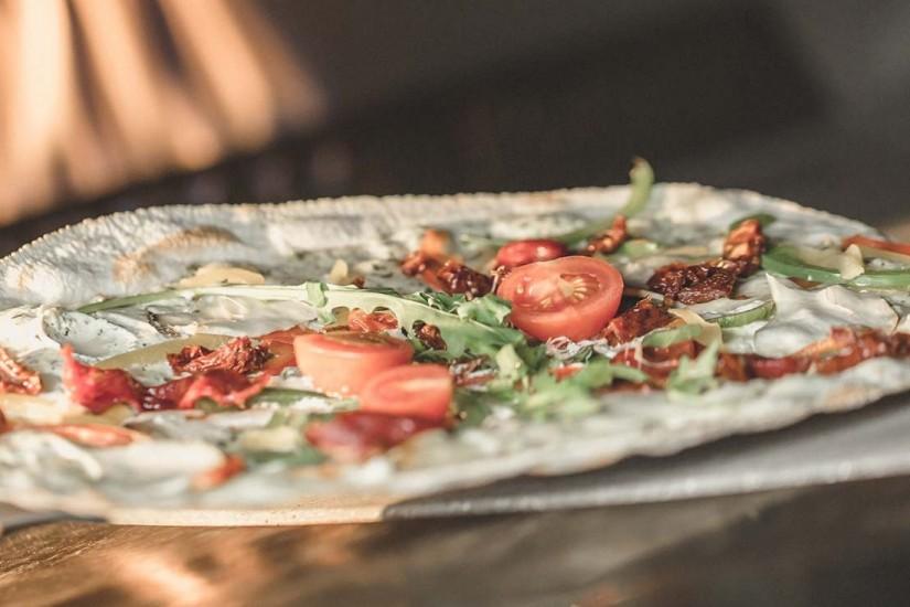 Die Spezialität des Hauses: Köstlich belegte Flammkuchen-Variationen frisch aus dem Ofen!