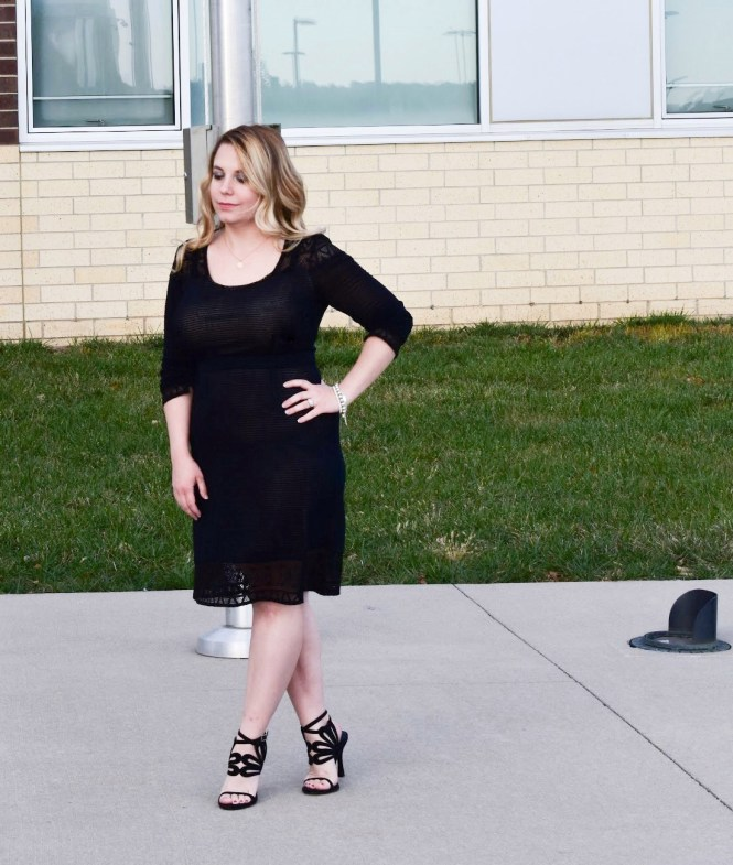 Looking for holiday clothes for breastfeeding moms? Finding a nursing-friendly holiday dress to wear for Christmas parties and other events can be a challenge. Here's the perfect little black dress for breastfeeding moms to wear during the holidays and beyond! Featuring a review of Vida Leche Amor breastfeeding clothes. [ad]