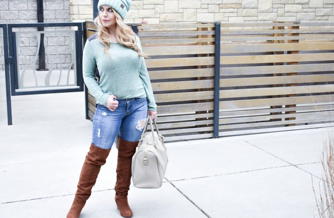 Here are the best tips on how to style a CC beanie for girls! Slouchy beanies are one of my top winter trends for 2018. Here's how to style a slouchy beanie with long hair to perfectly complement your outfit!