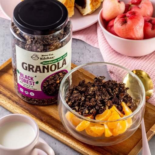 Mama Cah -black forest granola