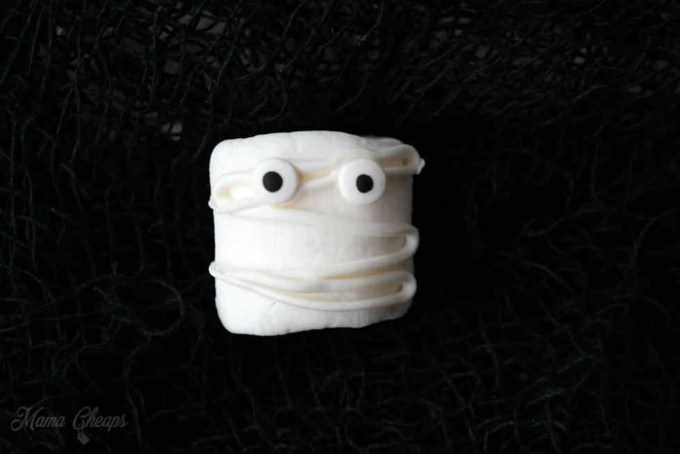 Marshmallow Mummy Treat